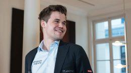 FORNØYD: En blid Magnus Carlsen etter seieren over Arkadij Naiditsch i Grenke Chess Classic. Foto: Maria Emelianova