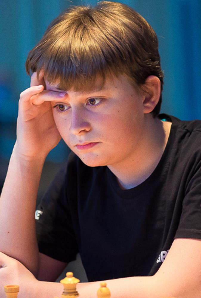 Vincent Keymer tok sitt første napp i stormestertittelen i Grenke Chess Open. Foto: Eric van Reem