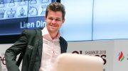 GLIS: Magnus Carlsen har grunn til å smile etter seieren over Veselin Topalov i Shamkir Chess. Foto: shamkirchess.com