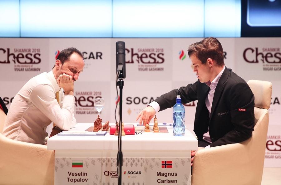 Magnus Carlsen og Veselin Topalov møttes for 24. gang siden 2007. Foto: shamkirchess.com