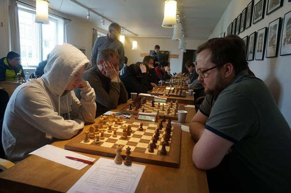 OPPRYKK: Tromsø sjakklubb i møte med Sevland. Foto: Anniken Vestby/tromsosjakk.no