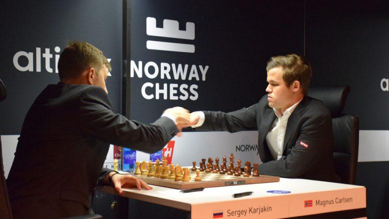 Magnus Carlsen og Sergey Karjakin i 2. runde av Norway Chess. Foto: Tarjei J. Svensen