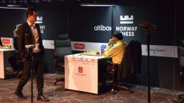 Magnus Carlsen fikk lite til mot Viswanathan Anand i 5. runde i Norway Chess. Foto: Tarjei J. Svensen