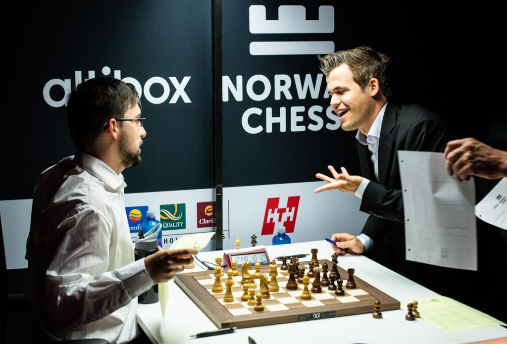 Magnus Carlsen med remis mot Maxime Vachier-Lagrave i 9. runde i Norway Chess. Foto: Maria Emelianova