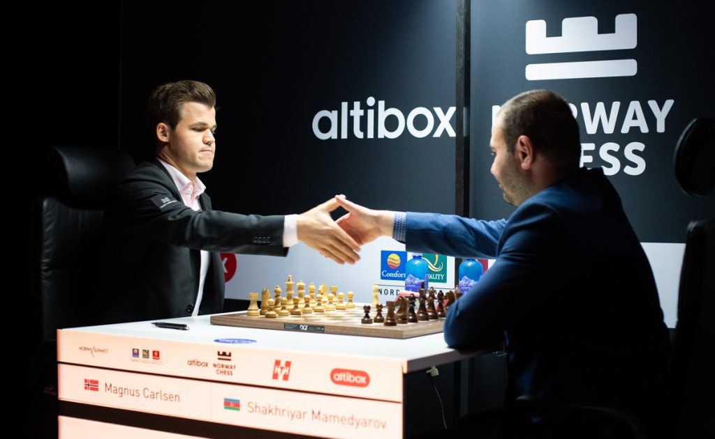 Magnus Carlsen shaking hands with Shakhriyar Mamedyarov the day after making allegations of making pre-arranged draws. Photo: Maria Emelianova