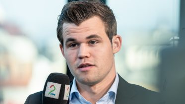 Magnus Carlsen during the TV 2 broadcast of Norway Chess. Photo: Maria Emelianova