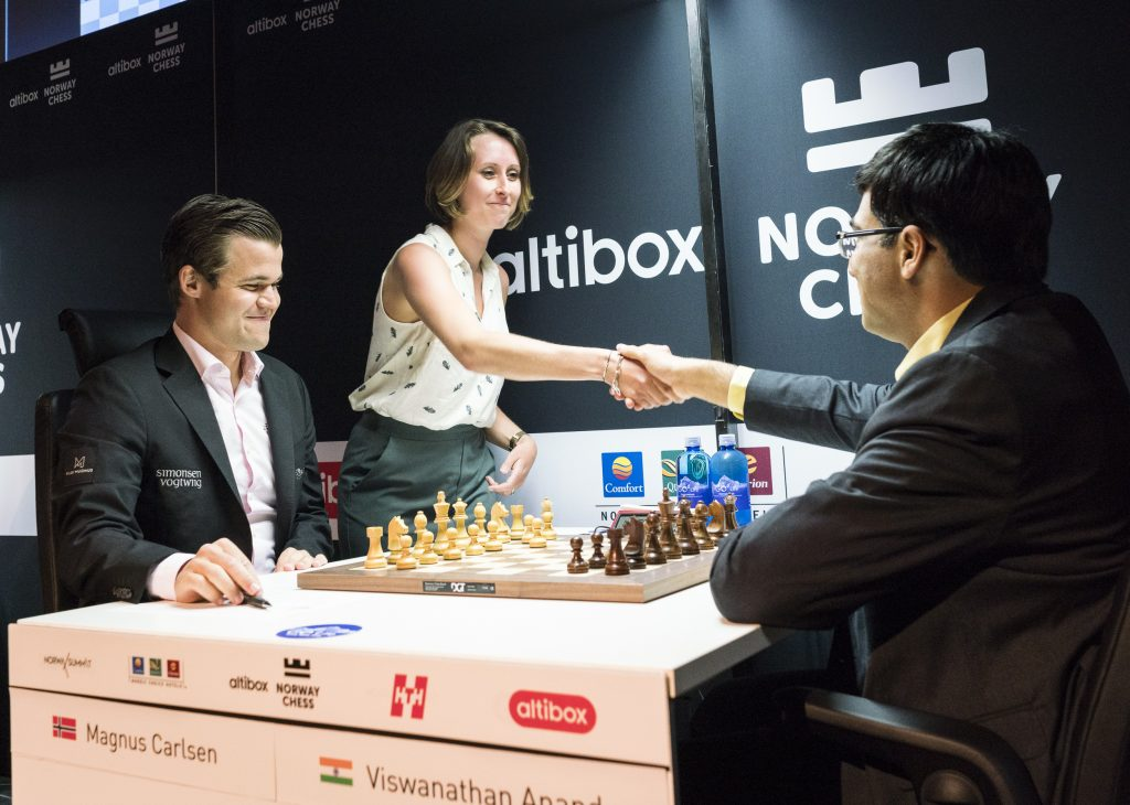 Magnus Carlsen fikk ikke mer enn remis i møtet med Viswanathan Anand i 5. runde av Norway Chess 2018. Foto: Lennart Ootes