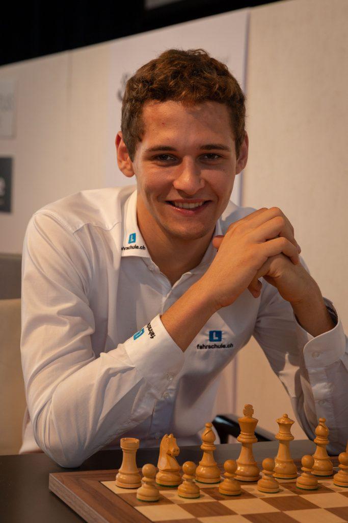Nico Georgiadis klarte endelig å unngå tap - og det mot ingen ringere enn Magnus Carlsen. Foto: Hege Finsrud - Bærum Foto AS