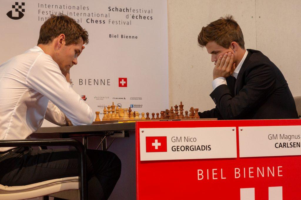 Magnus Carlsen i møte med Nico Georgiadis i Biel Chess Festival. Foto: Hege Finsrud - Bærum Foto AS