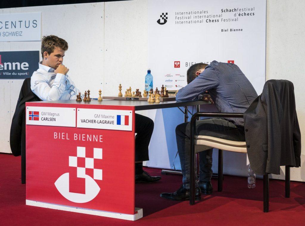 REMIS: Det ble et dramatisk oppgjør mellom Magnus Carlsen og Maxime Vachier-Lagrave i 7. runde i Biel. Foto: Lennart Ootes/Biel International Chess Festival