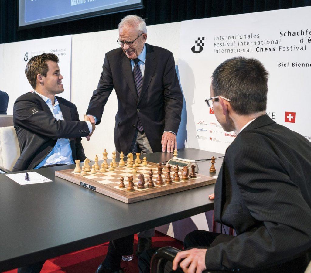 Magnus Carlsen i møtet med David Navara i dag. Foto: Lennart Ootes