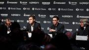 Magnus Carlsen og Fabiano Caruana på pressekonferansen i London i dag. Foto: World Chess