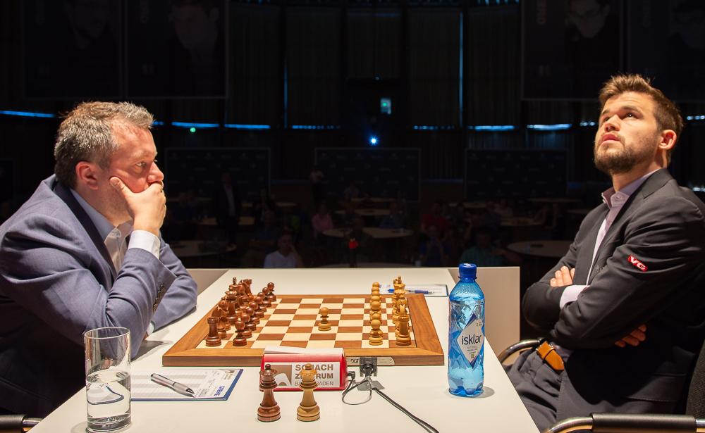 Magnus Carlsen gikk for 1.e4 i det 15. møtet med Arkadij Naiditsch. Foto: Eric van Reem