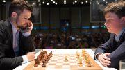 Magnus Carlsen i møtet med Vincent Keymer (14) i 1. runde av Grenke Chess Classic i Karlsruhe i Tyskland. Foto: Eric van Reem.