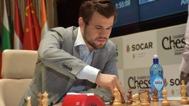 Magnus Carlsen i 8. runde mot Sergey Karjakin i Shamkir. Foto: shamkirchess.com