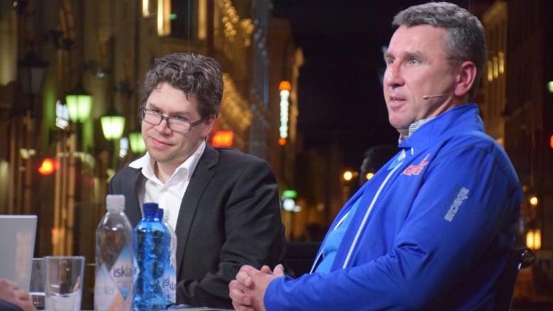 Simen Agdestein og Jon Ludvig Hammer etter sitt parti i EnterCard Chess Qualifier. Foto: Tarjei J. Svensen
