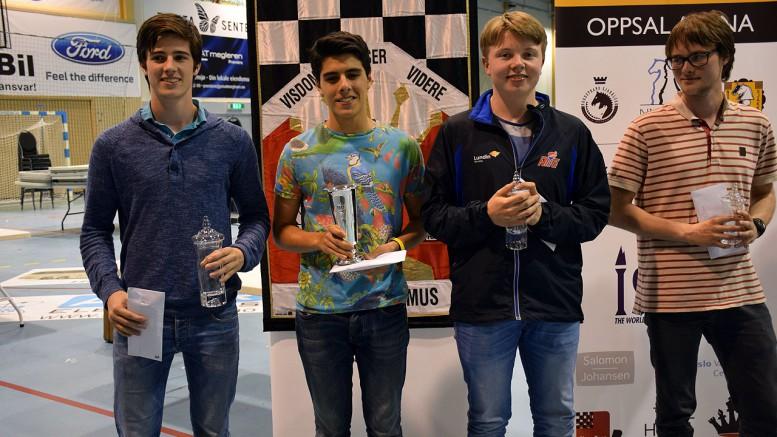 Topp fire i Eliteklassen 2015. Fra venstre: Johan Salomon (2.plass), Aryan Tari (1.plass), Kristian Stuvik Holm (3.plass), Frode Urkedal (4.plass). Foto: Tarjei J. Svensen
