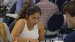 Kimiya Sajjadi spiller i juniorklassen.