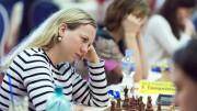 Ellisiv Reppen på 1.bord for OSS i 3.runde tirsdag. Foto: Maria Emelianova