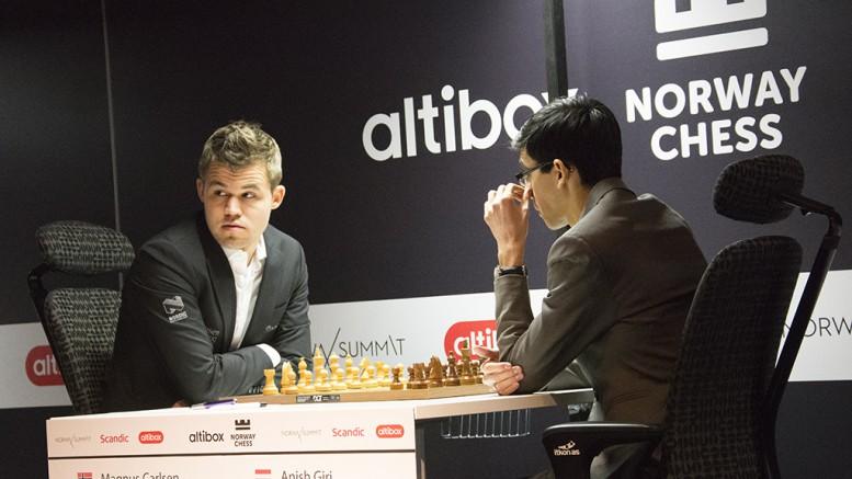 Magnus Carlsen med 13 strake remiser mot Anish Giri. Foto: Even Emberland