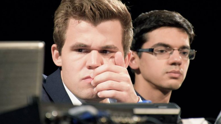 Misfornøyd Carlsen etter partiet mot Giri. Foto: Yerazik Khachatourian