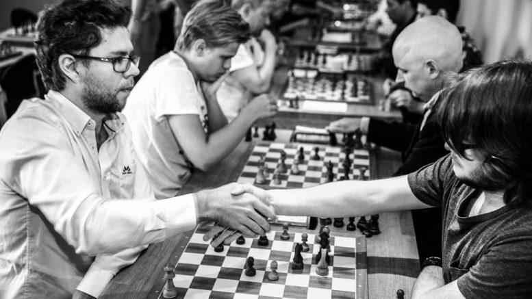 Jon Ludvig Hammer tar seieren i det innbyrdes oppgjøret mot landslagskollega Frode Urkedal. Foto: Rolf Haug