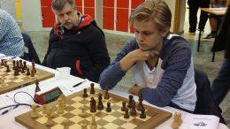 Lars Oskar Hauge i partiet mot Erik Blomqvist. Foto: André Nilsson