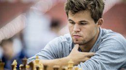 Magnus Carlsen i 8. runde i dag. Foto: David Llada