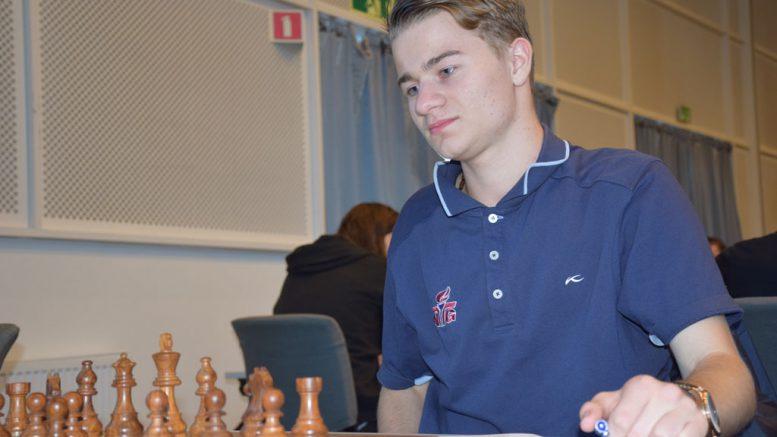 NÆRMER SEG: Sebastian Mihajlov (17) kan bli ny norsk internasjonal mester. Foto: Tarjei J. Svensen