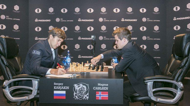 Sergey Karjakin fikk ingenting ut av sitt første hvitparti mot Magnus Carlsen i VM. Foto: Maria Emelianova/World Chess
