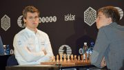 Kan Magnus Carlsen ta to nye VM-titler i Doha? Her fra første VM-parti i Berlin i 2015. Foto: Yerazik Khachatourian