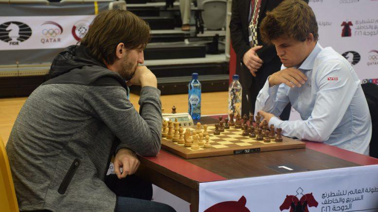 Alexander Grischuk i møtet med Magnus Carlsen i niende runde av VM i hurtigsjakk i Qatar. Foto: Yerazik Khachatourian