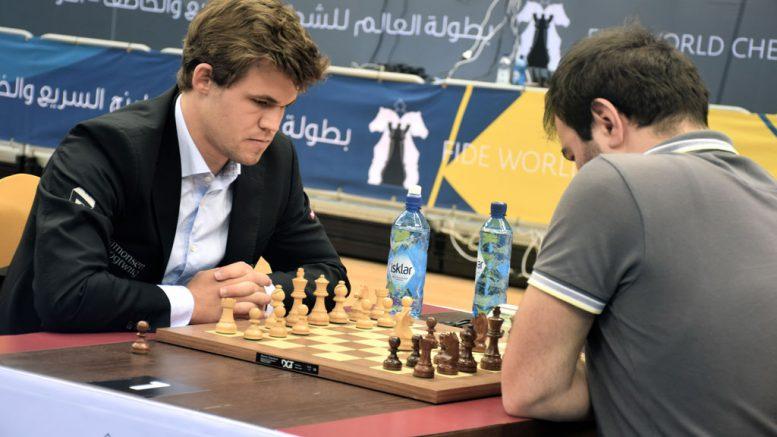 Magnus Carlsen i 15. runde mot Shakhriyar Mamedyarov. Foto: Yerazik Khachatourian