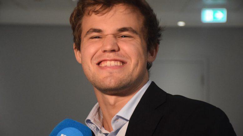 Kanskje blir det flere gledescener med Magnus Carlsen i Tyskland i april? Foto: Yerazik Khachatourian