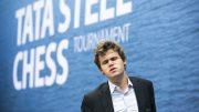 En skuffet Magnus Carlsen etter remisen mot Anish Giri i sjuende runde av Tata Steel Chess. Foto: Maria Emelianova