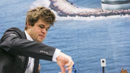 ER FORMEN INNE? Magnus Carlsen er tilbake i aksjon i Tyskland fra påskeaften. Foto: Maria Emelianova/mattogpat.no