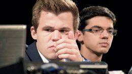 Magnus Carlsen og Anish Giri etter partiet i Bilbao i fjor. Foto: Yerazik Khachatourian