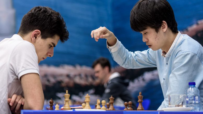 Aryan Tari i møtet med Lu Shanglei. Foto: Alina l'Ami/Tata Steel Chess