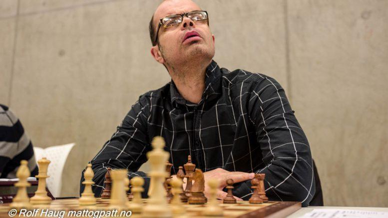SER DU OPP MOT ELITESERIEN? Hans Olav Lahlum spiller sjakk i helgen. Foto: Rolf Haug/mattogpatt.no