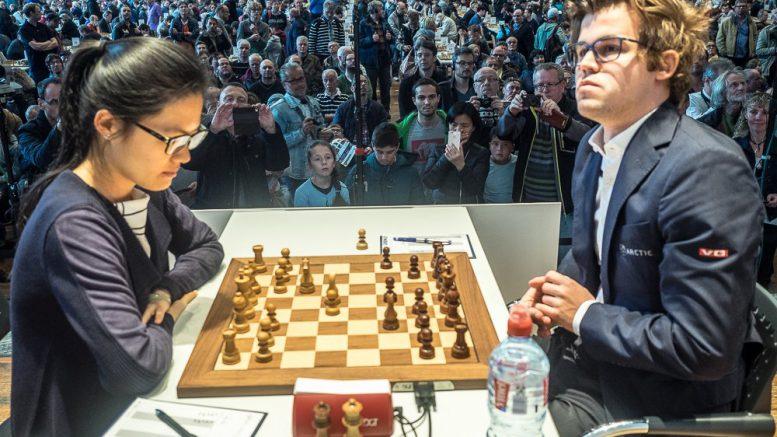 SJOKKERTE: Yifan Hou mot Magnus Carlsen. Foto: Eric van Reem/Grenke Chess Classic