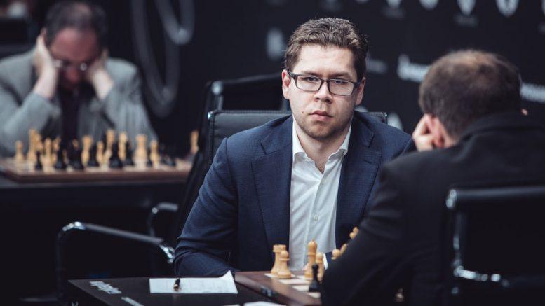 INNSPURT: Jon Ludvig Hammer ligger godt an tre runder før slutt i Moskva. Foto: Max Avdeev/World Chess