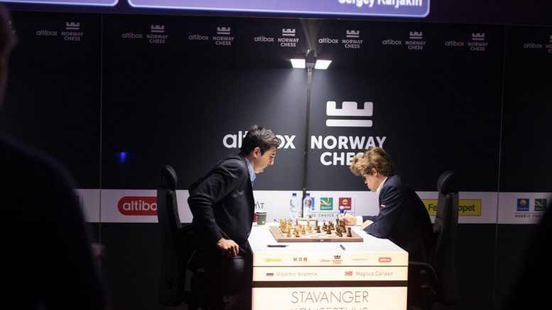 NORSK NEDTUR: Vladimir Kramnik med sin første seier over Magnus Carlsen på sju år. Foto: Norway Chess