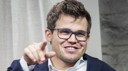 COMEBACK-KONGEN: Magnus Carlsen var selvsagt fornøyd etter å ha slått tilbake nok en gang. Foto: Lennart Ootes/Grand Chess Tour