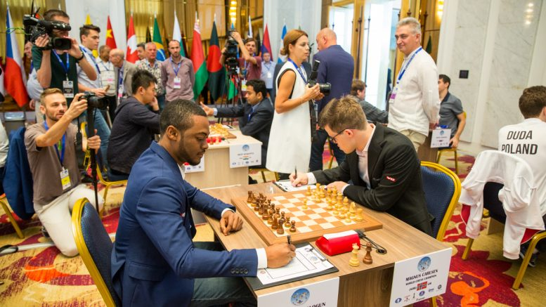 Det er første gang på ti år at Magnus Carlsen møter en spiller ratet under 2300. Foto: Maria Emelianova/mattogpatt.no