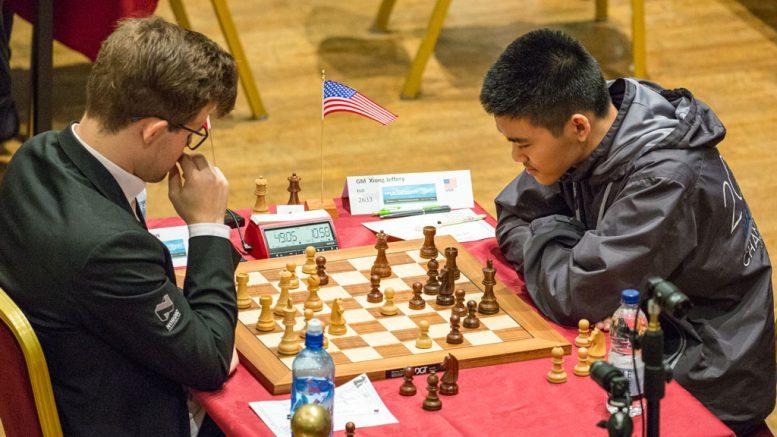 SEIER: Magnus Carlsen i en kritisk stilling mot Jeffrey Xiong på Isle of Man. Foto: Maria Emelianova/chess.com