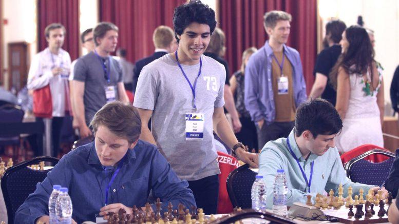 Aryan Tari sto over første runde, men kom med noen oppmuntrende ord til lagkameratene før første runde. Foto: Anastasiya Karlovich