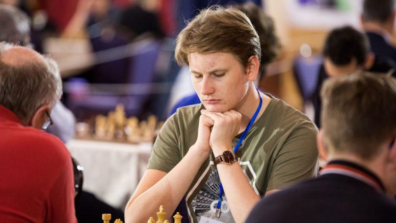 BESTEMANN: Johan-Sebastian Christiansen (19) ble Norges store spiller i EM på Kreta. Foto: Maria Emelianova/chess.com