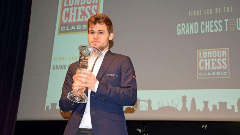 TRIUMF: Magnus Carlsen sikret Grand Chess Tour-trofeet for 2017. Foto: Tarjei J. Svensen