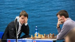 FRUSTRERT: Magnus Carlsen var frustrert etter tabben i det 17. trekket mot Gawain Jones. Foto: Maria Emelianova