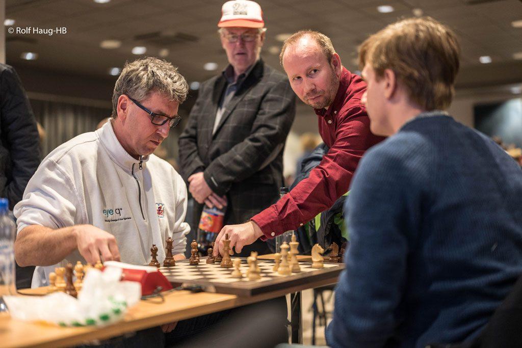 Simen Agdestein etter å ha spilt remis mot Timofey Galinsky i Åpent NM 2018. Foto: Rolf Haug/mattogpatt.no